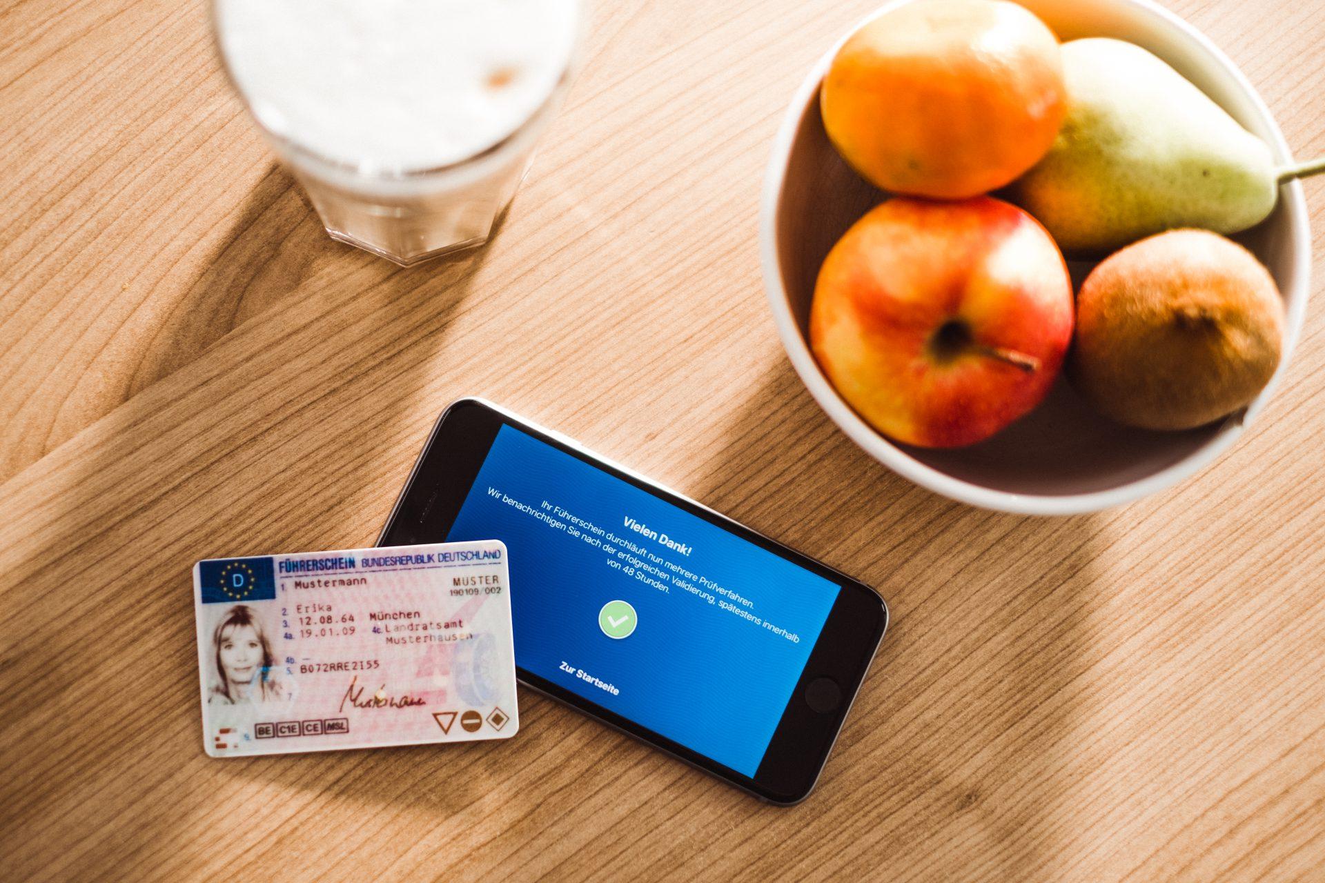 Führerschein mit Smartphone kontrollieren