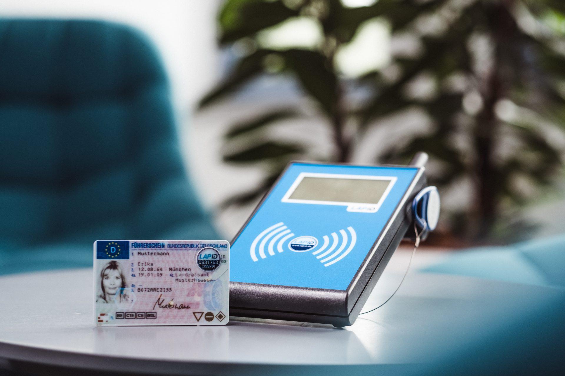 RFID-Siegel und Prüfstation von LapID