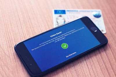 Smartphone mit Driver App - Erfolgreiche Kontrolle