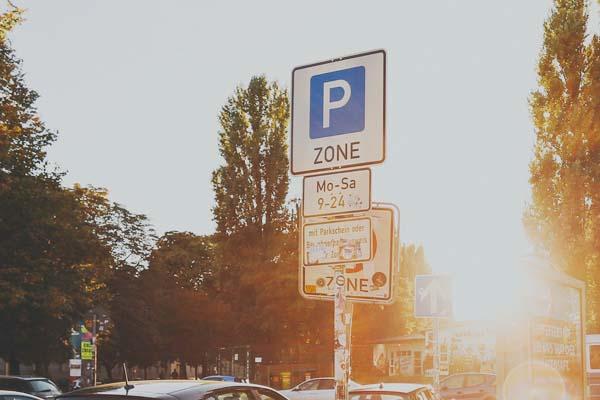 Verkehrsschild Parkzone