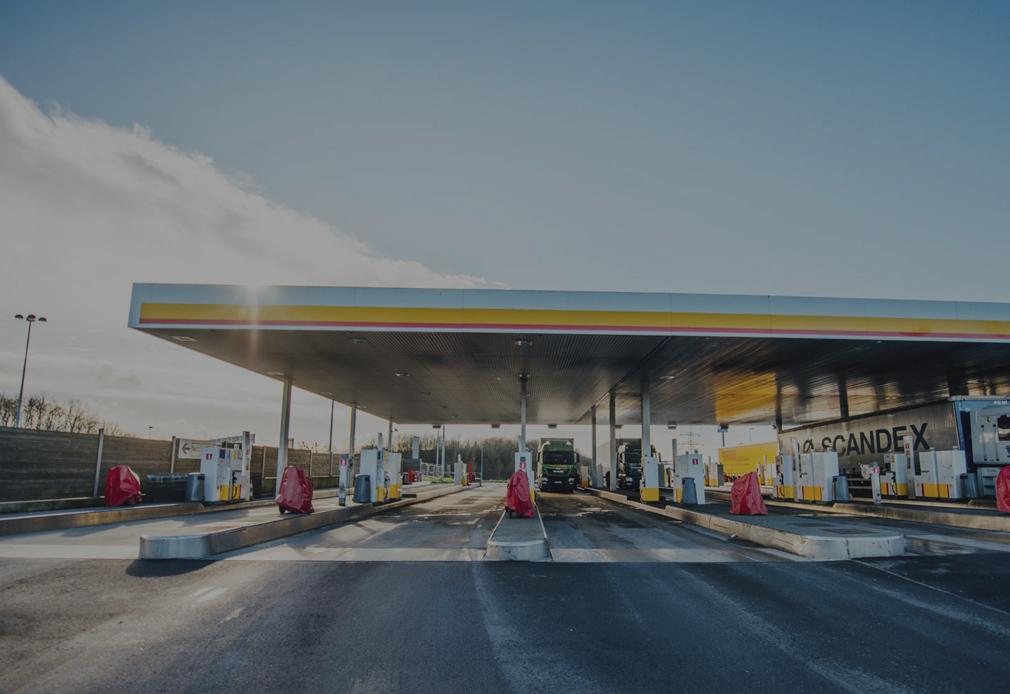 Führerscheinkontrolle an Tankstelle